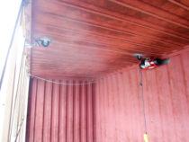 Vints seina tõstmiseks-langetamiseks ja ohutuseks lisa ketid
