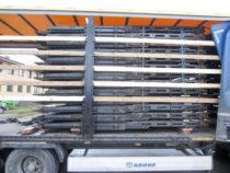 Pakk kitsaid autoveo treileri sektsioone