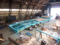 Treiler paigaldatud sildade ja laudisega