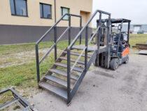 Polditav trepp konteineri ukse jaoks